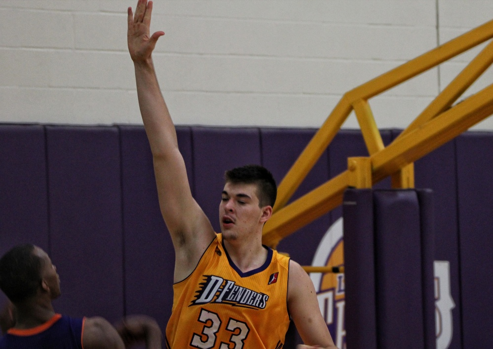 zubac-hand-up